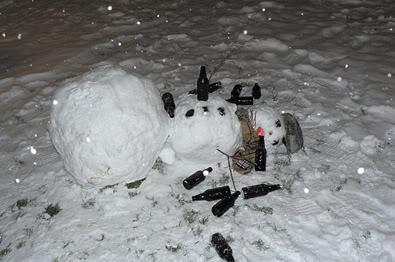 Maison des mauvaises blagues trash ! - Page 4 Drunk-snowman